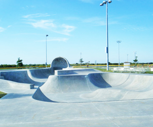 Cocoa Beach Skate Park on the East Coast of Florid allows Scooters.